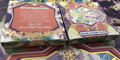 400 MG High Vibes White Chocolate with Oreo Bar (25 mg x 16 pieces)